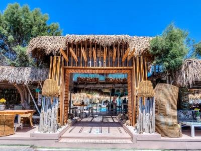 Jojo Beach Bar epic entrance…!