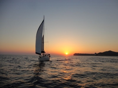 Sailing Sunset Cruise, Santorini.Top Things To Do in Santorini | @SantoriniPlus