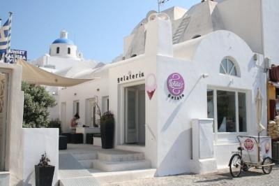 Lolita's Gelato in Oia, Santorini. Picture from SugarBloom