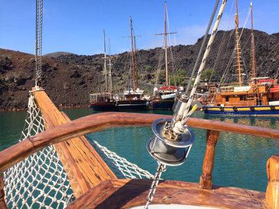 BoatToursantorini2.jpg