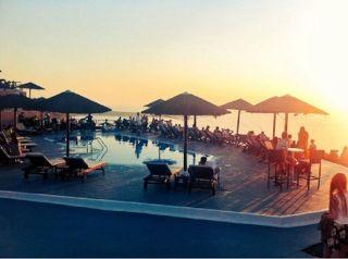 Pool Bar Lioyerma in Oia, Santorini. Picture from  @SantoriniPlus
