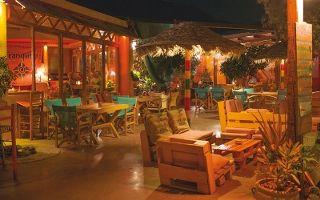Tranquilo Beach Bar by night…