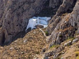 Aghios Georgios (Katefyo) is really in the middle of nowhere. Walk here from Pyrgos Village to enjoy the serenity of the landscape.