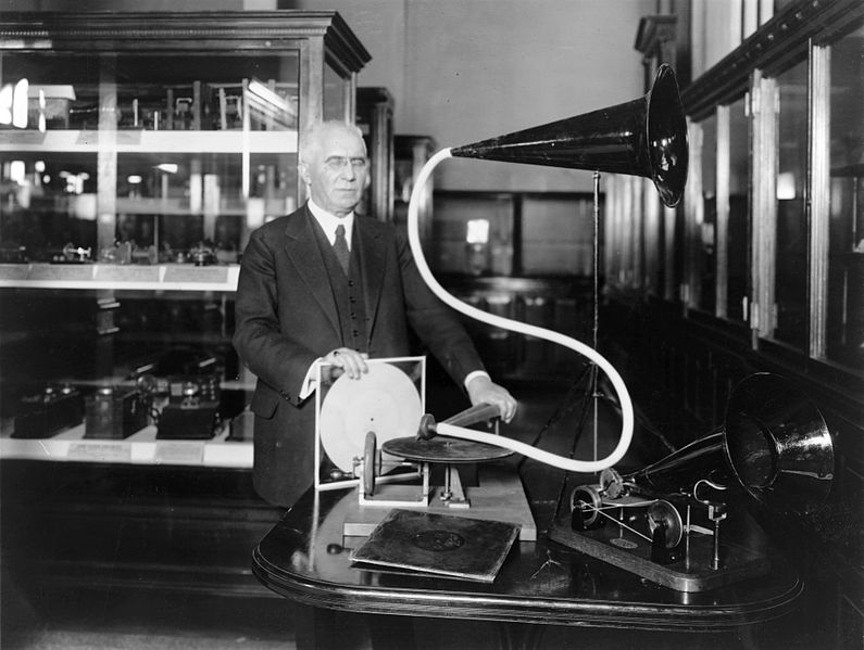 795px-Emile_Berliner_with_phonograph.jpg