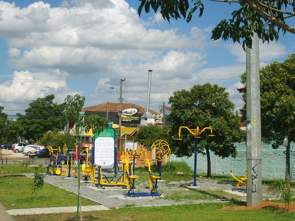 Academia ao ar livre na Av. Florianópolis - 2012