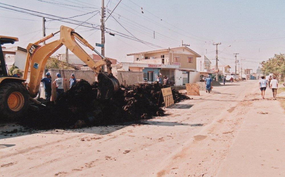 Implantação de rede de esgoto na Rua Antônio Moreira Lopes e outras 15 ruas da região - 2008/2012