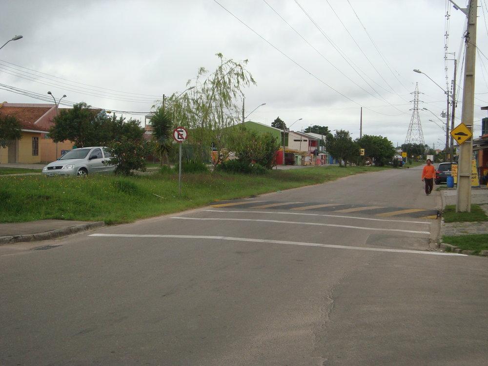 Lombada na Rua Leonardo Novicki em frente ao CMEI Autódromo