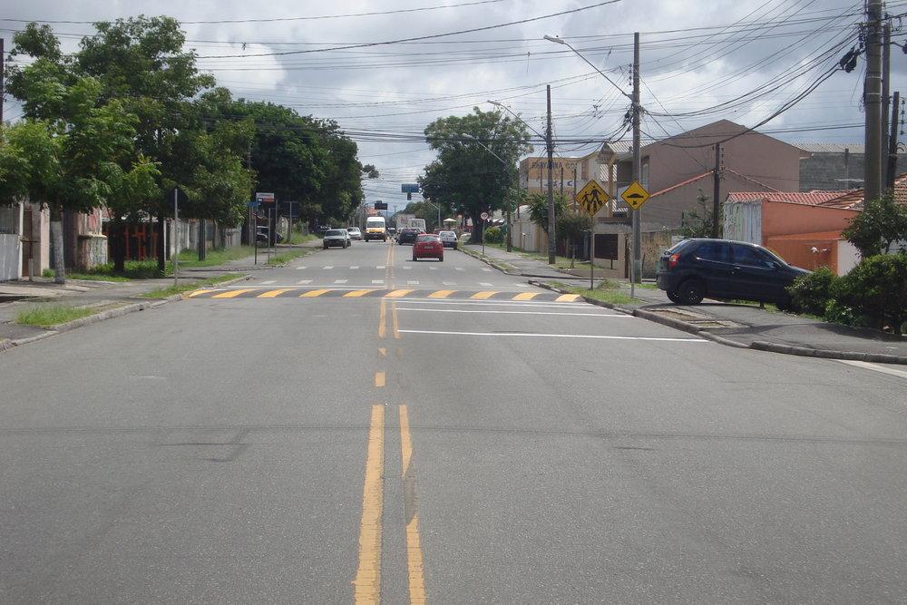 Lombada na Rua Trindade com a Rua Roraima