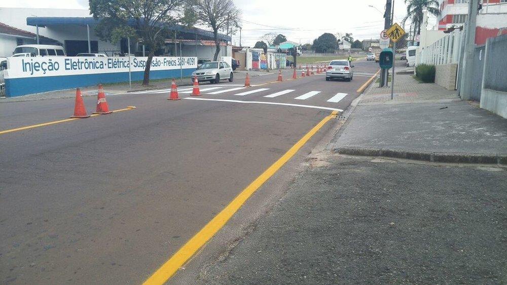 Repintura de sinalização na Rua Eng. Benedito Mário da Silva