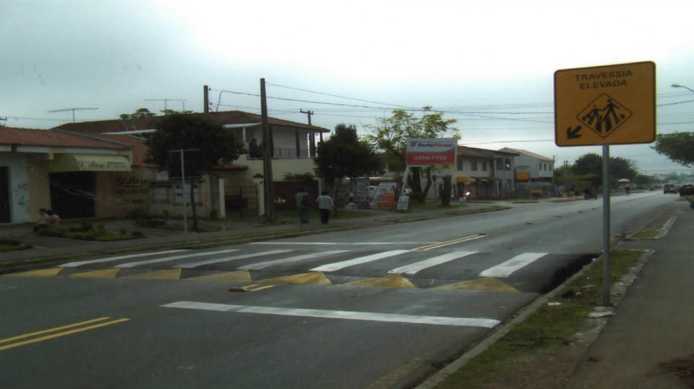 Travessia elevada na Rua dos Ferroviários - 2006