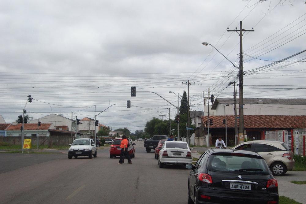 Semáforo no cruzamento da Rua Natal com a Av. Florianópolis
