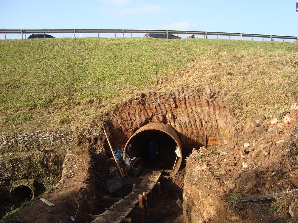 Tunel Line na Vila Menino Jesus e outro no Jardim das Américas sob a BR 277