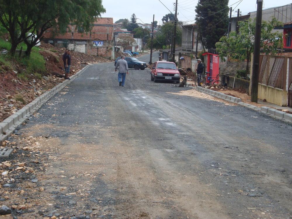 Rua Miguel Caluf, entre a Rua Luiz França e a BR 277, V. Menino Jesus