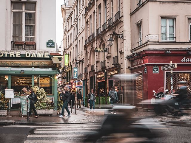 Just found this Street Shot from Paris 2017 in a lost folder. 📸:Panasonic LX100 • • • • • #shotwithlove #justgoshoot #ig_masterpiece #worldshotz #icatching #shoot2kill #filmmaker #master_shots #illgramers #paris #france #ig_paris #streetphotography #streetstyle #travelphotography #way2ill #exploretocreate #photographyeveryday #superhubs #highsnobriety #heatercentral #main_vision