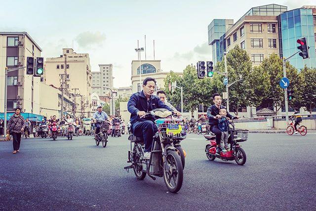 Scootin' in Shanghai. 📸: Fujifilm X100F • • • • • #latergram #shotwithlove #justgoshoot #ig_masterpiece #worldshotz #icatching #shoot2kill #filmmaker #master_shots #illgramers #way2ill #exploretocreate #photographyeveryday #fujifilm #x100f #streetphotography  #streetshots #shanghai #superhubs #highsnobriety #heatercentral #main_vision #peakdesign #scooters