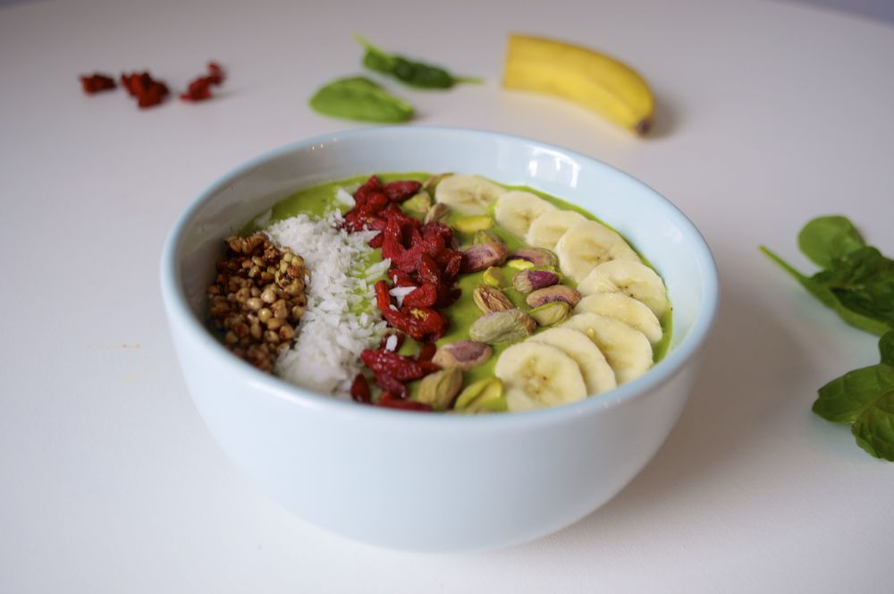 coconut-ginger-smoothie-bowl-fried-parsley