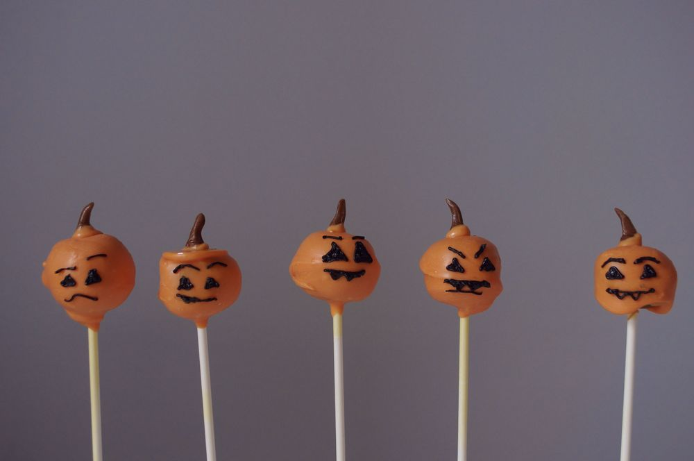 pumpkin-cake-pops-halloween-fried-parsley-33.jpg