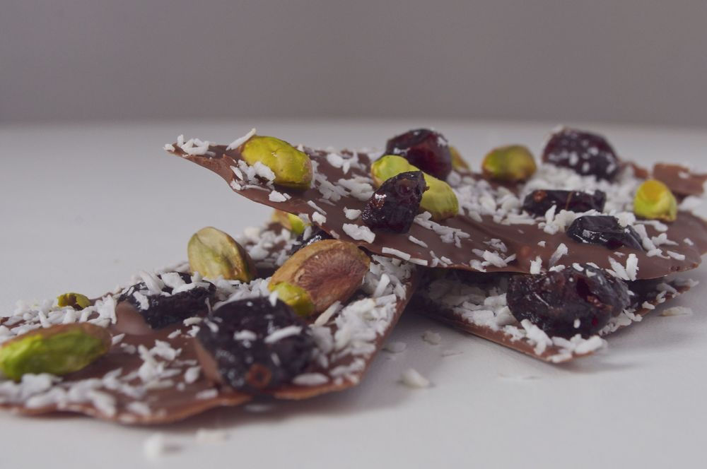 pistachio-cranberry-coconut-chocolate-bark-fried-parsley