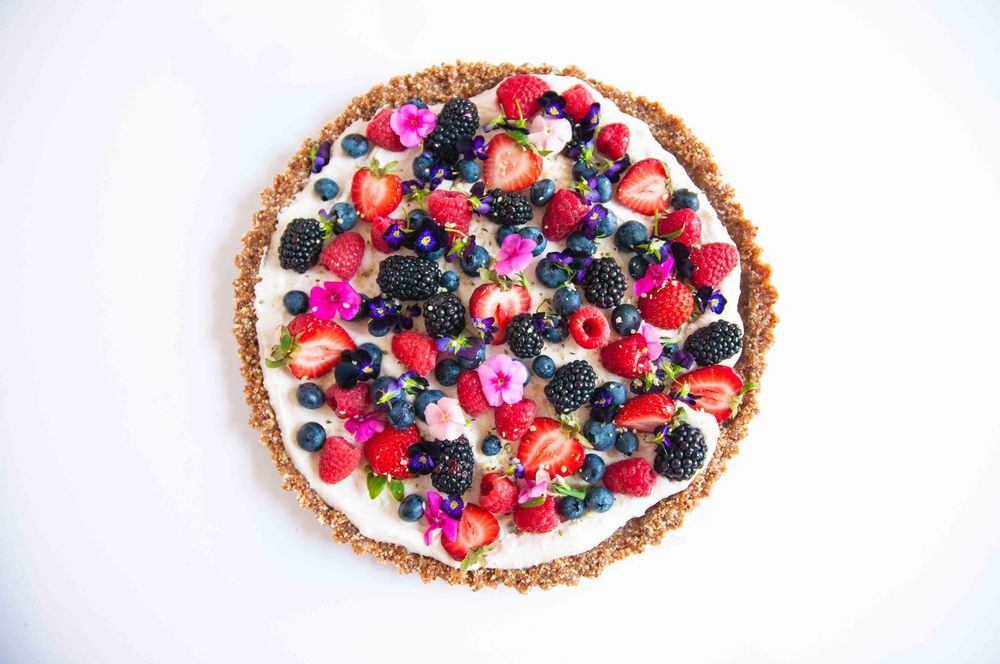 berry-coconut-raw-vegan-tart-fried-parsley