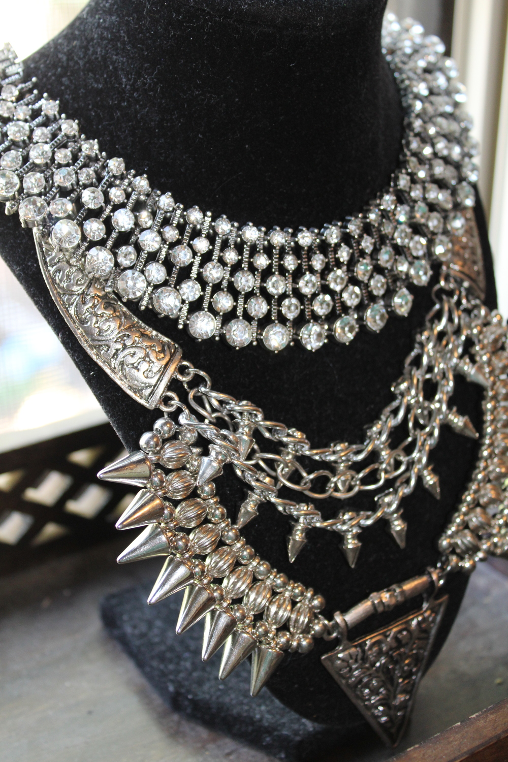 A close up look at the deep intricacy details of the necklace is fabulously phenomenal.