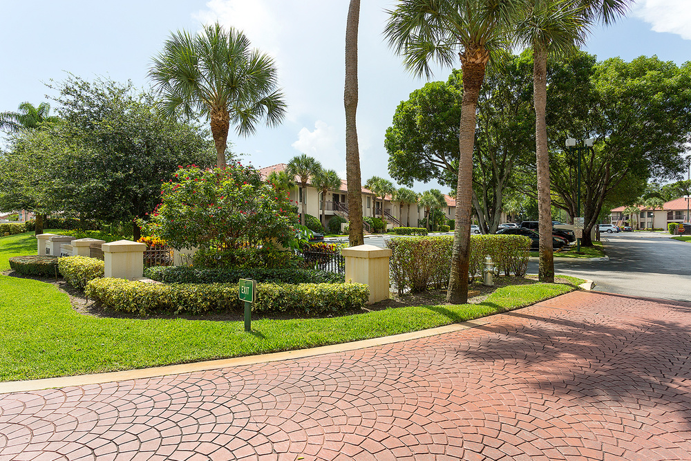 5200 E. Club Circle #204 - Investor/Rehab San Remo Golf & Tennis $200,000 Sold Price