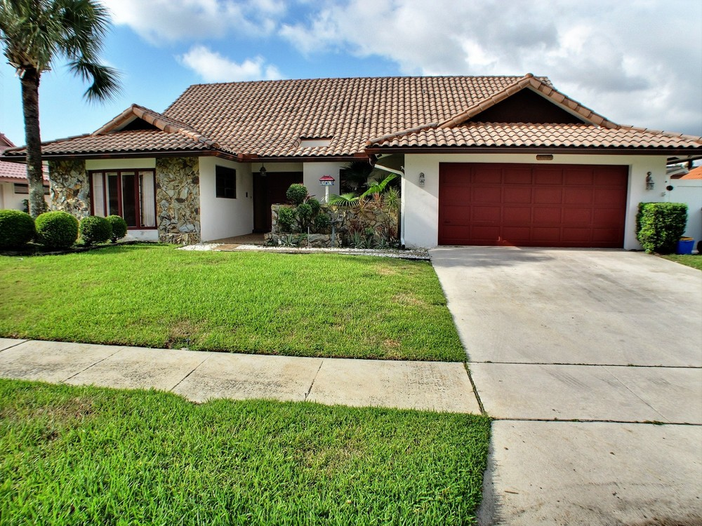 1400 SW 2nd Drive - Investor/Rental Boca Raton Square $385,000 Sold Price & $3,000/month (lease)