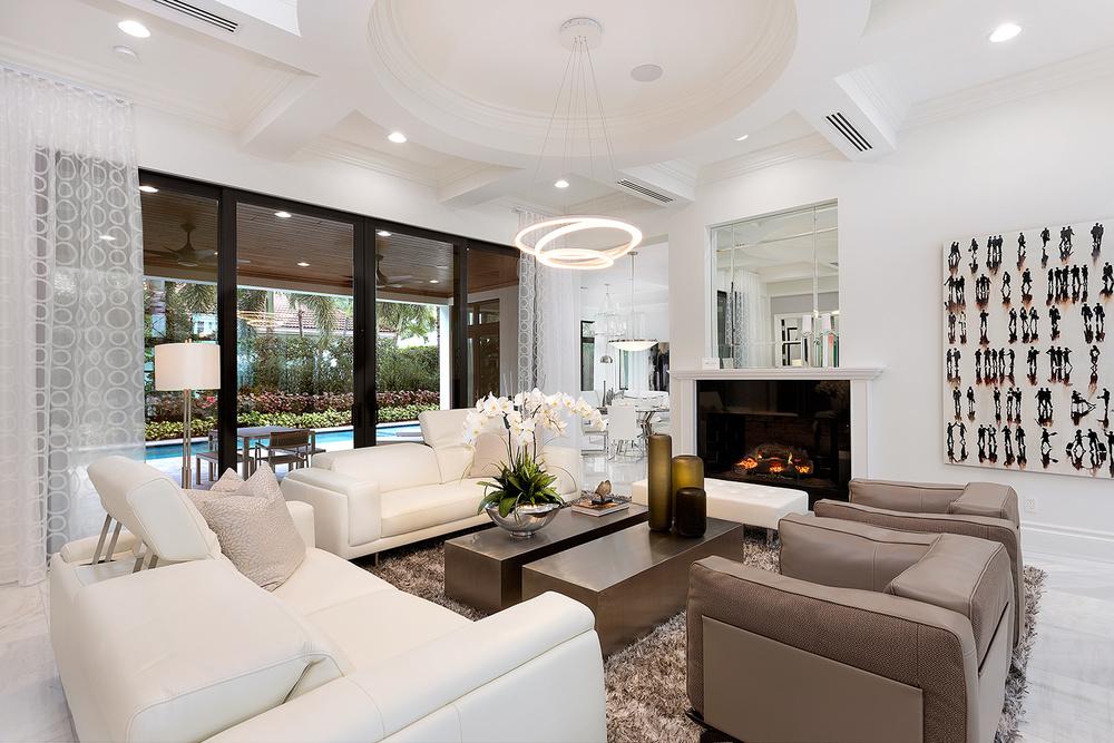 20_Livingroom_View_Fire.jpg