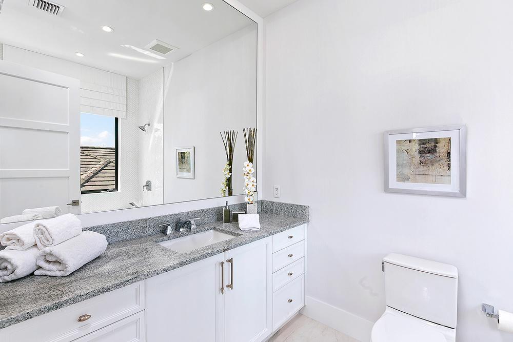 52_Bathroom2.jpg