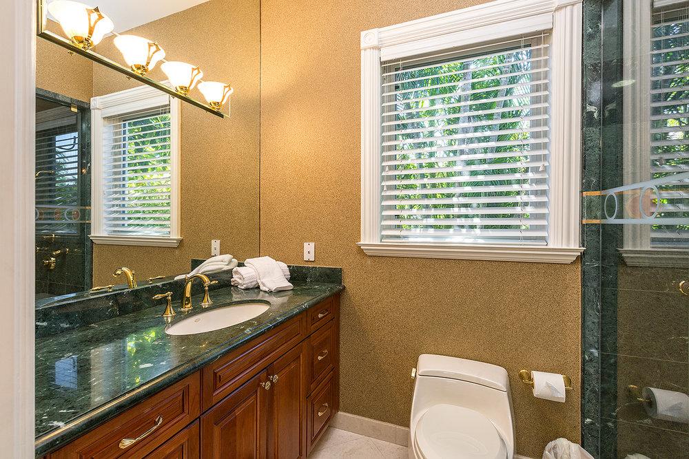 30_Bathroom5.jpg