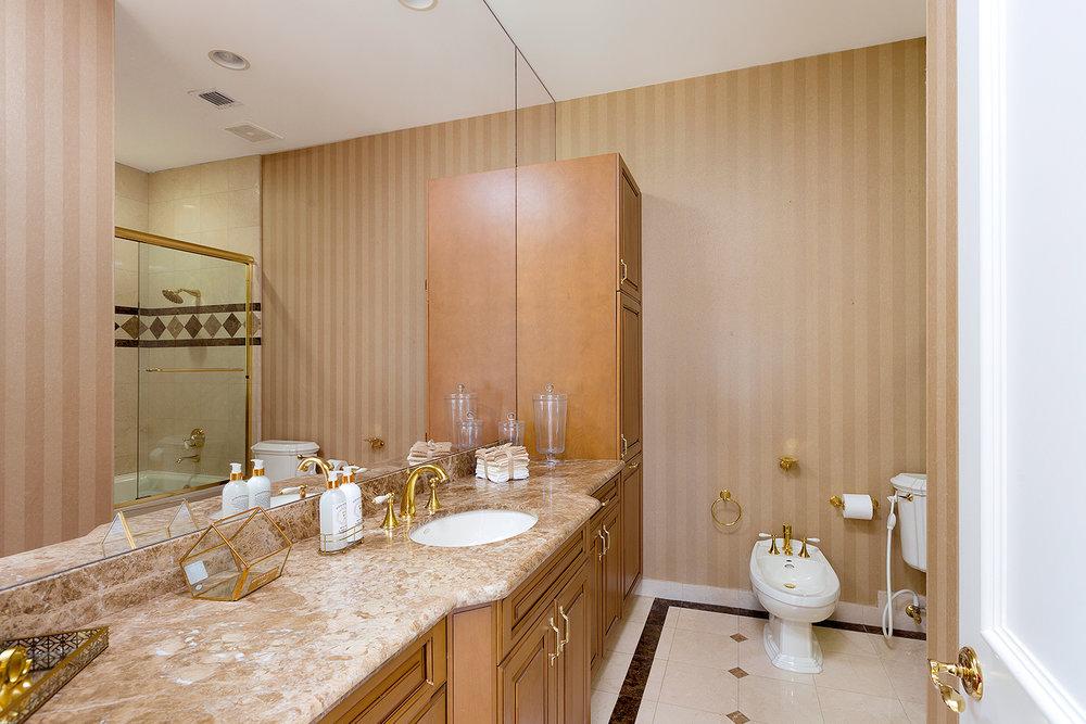 35_Bathroom3.jpg