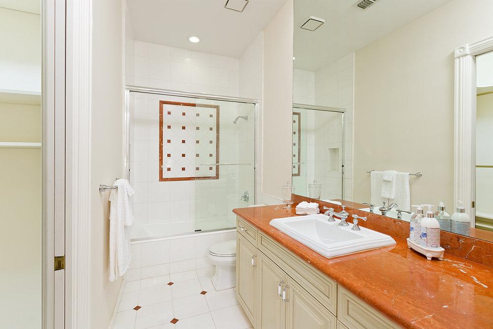 40_Bathroom2.jpg