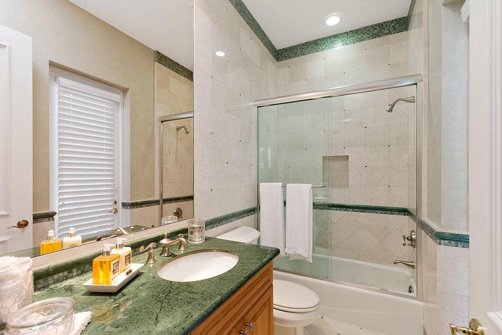 42_Bathroom6.jpg