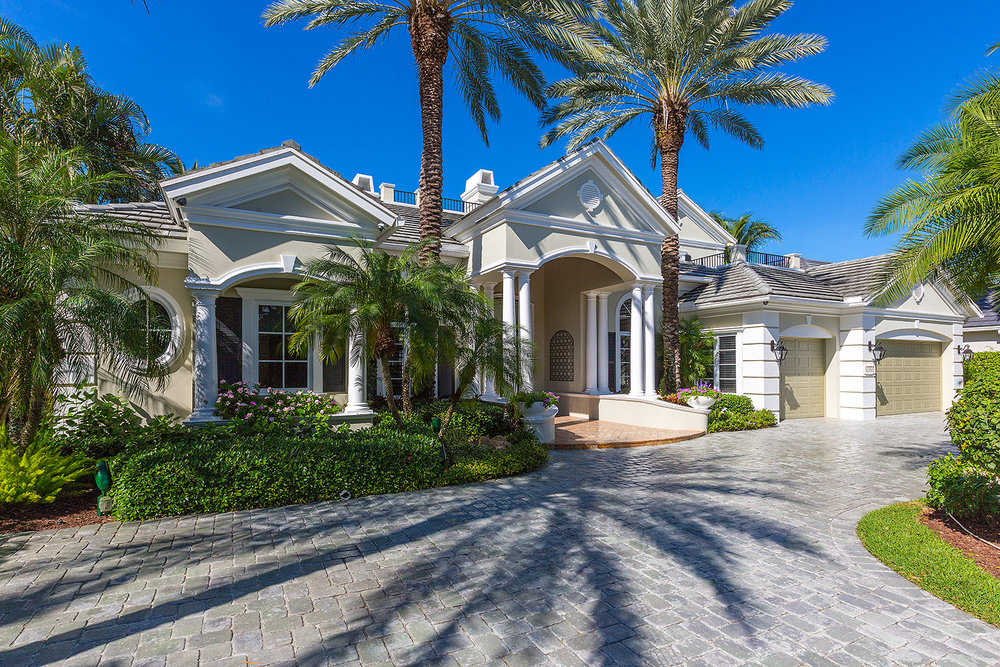 Royal Palm Yacht & Country Club Large Fairway Golf Lot - .32 Acre 1999 Thatch Palm Drive 5 beds 5.5 baths 5,794 sq ft Year Built: 2002 * SOLD *