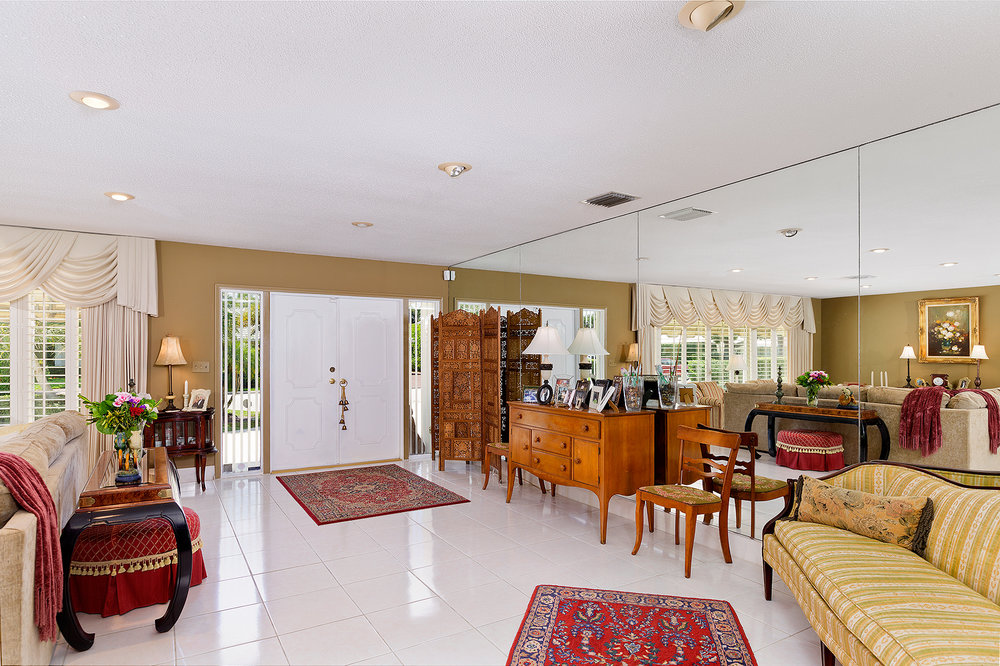 03_Entrance_Livingroom.jpg