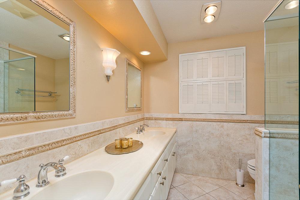 16_Bathroom2.jpg