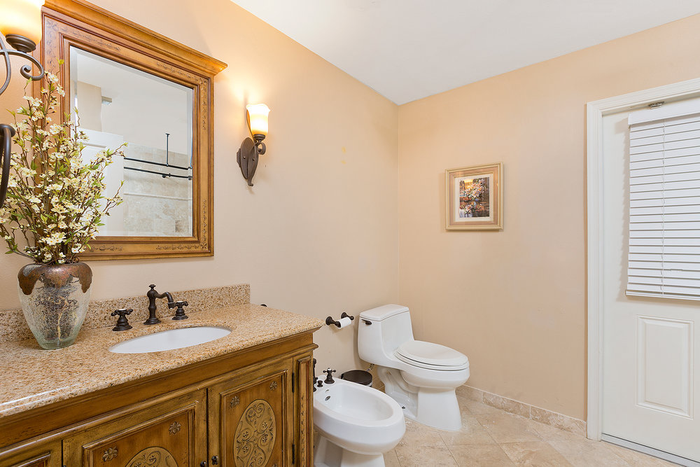 19_Bathroom3_1.jpg