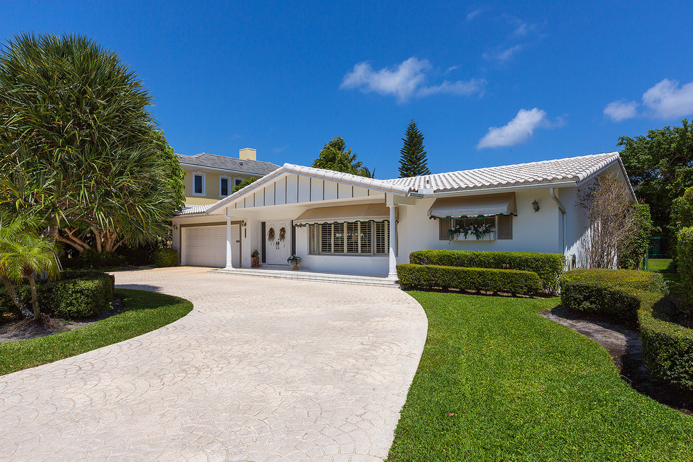 Royal Palm Yacht & Country Club 2324 Date Palm Road 4 beds 3 baths 2,541 sq ft Year Built: 1963