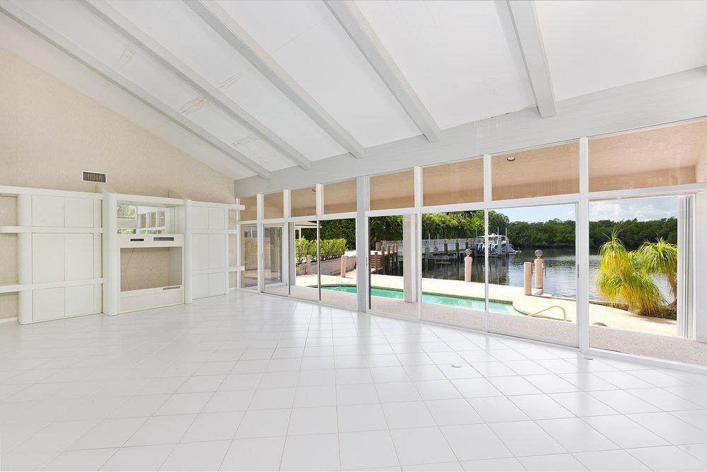 10_Livingroom_View.jpg
