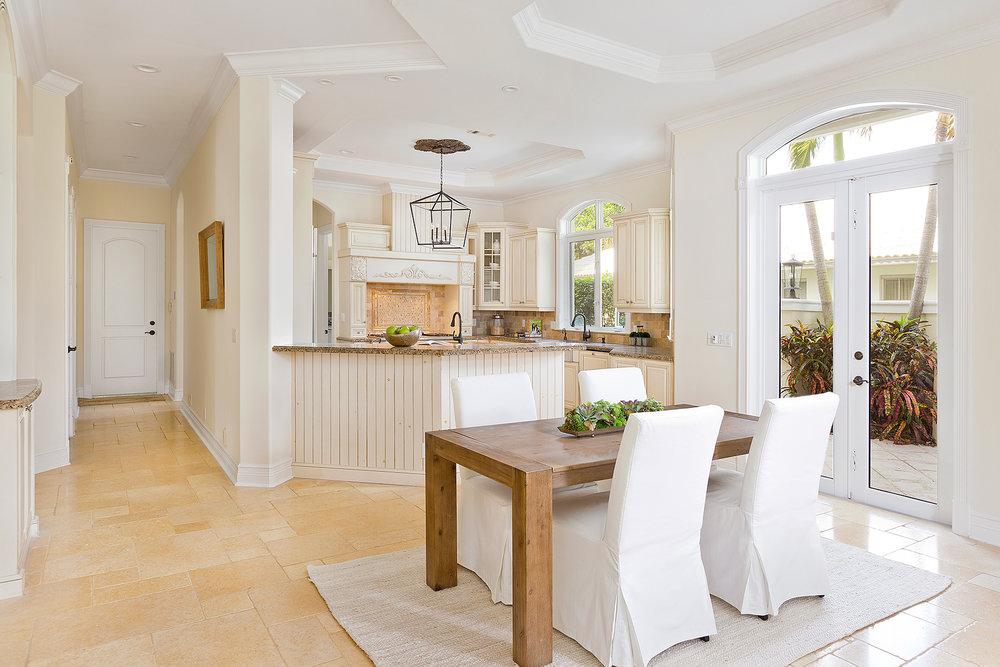 22_Dining_Kitchen.jpg