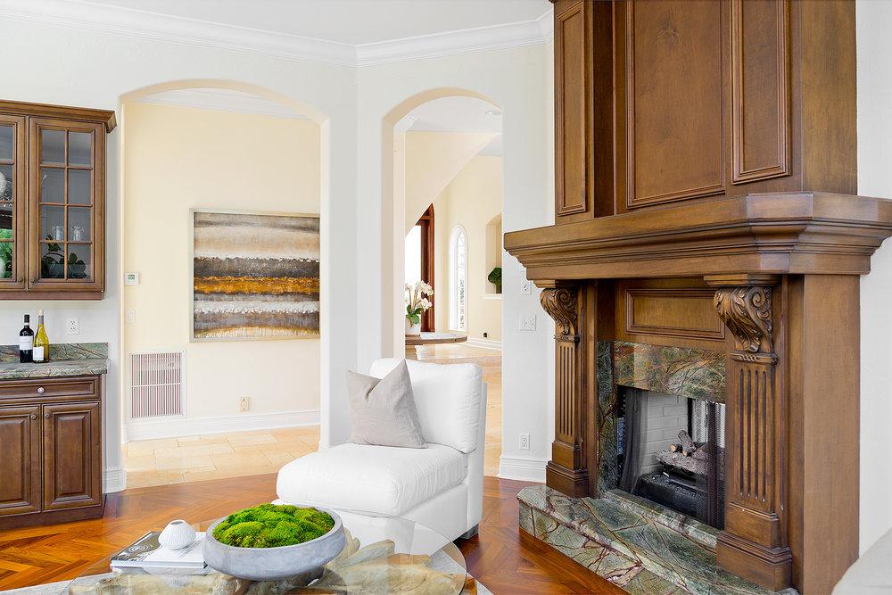 31_FireplaceSittingroom.jpg
