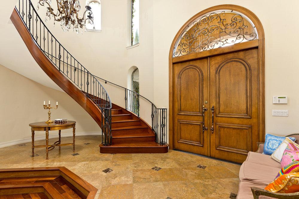 07_Entrance_Stairwell.jpg