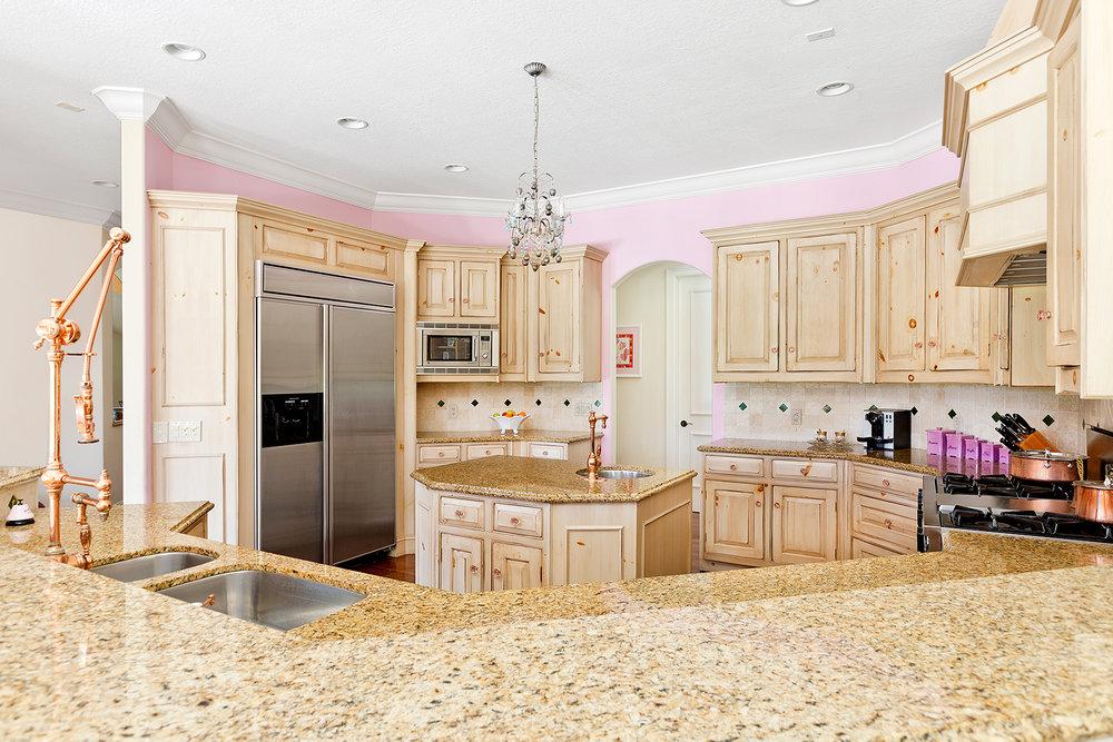 13_Kitchen_1.jpg