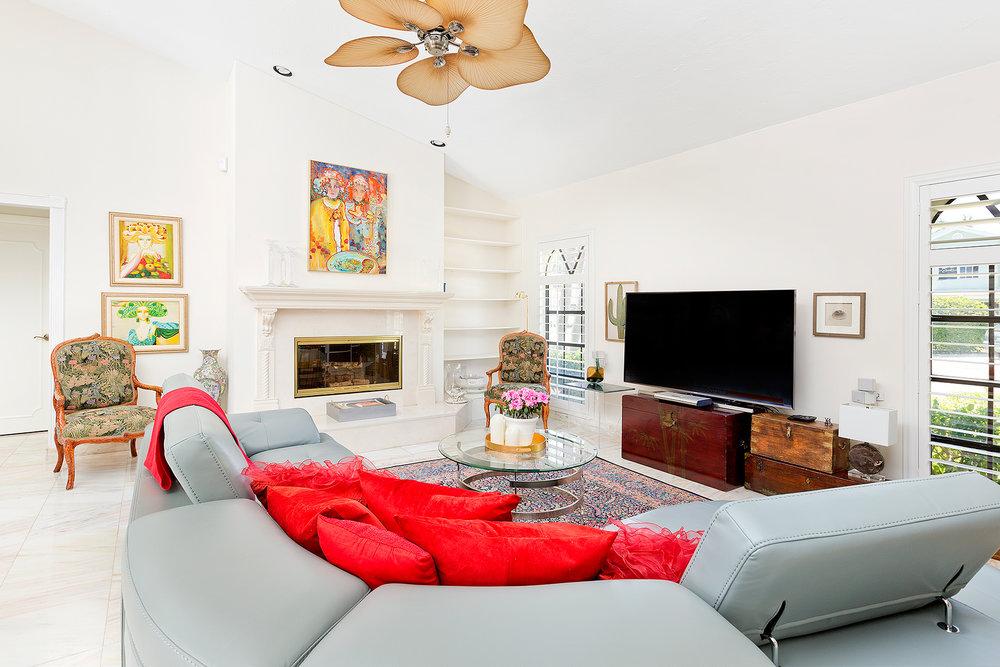 15_Familyroom_Fireplace.jpg