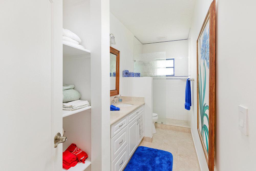 37_Bathroom2_1.jpg