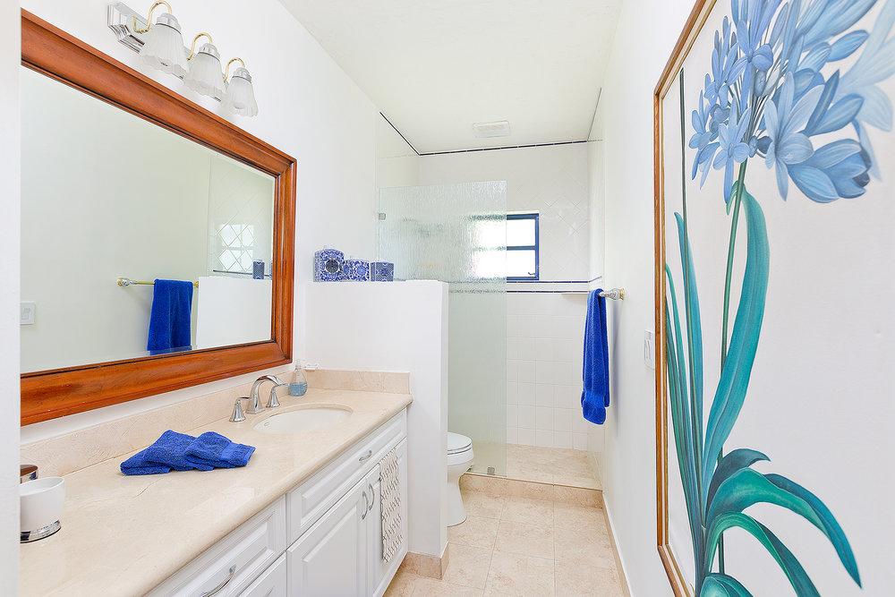 38_Bathroom2_2.jpg