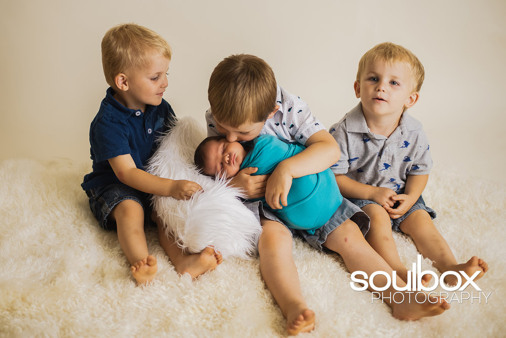 SB-bigfamilynewborn3.jpg