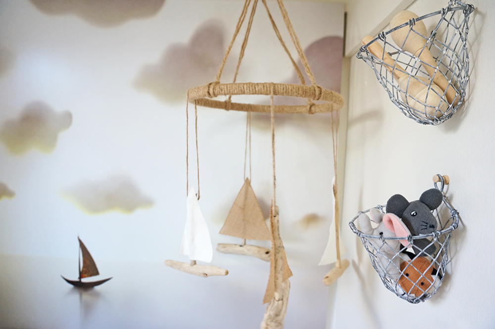 (Also pictured: Small driftwood, burlap and hemp baby mobile-- another ETSY find, via Wiggly William.
