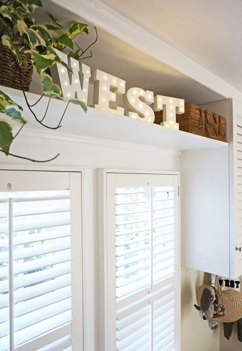 blogdetail-Front Tiny Cottage -West Sign.jpg