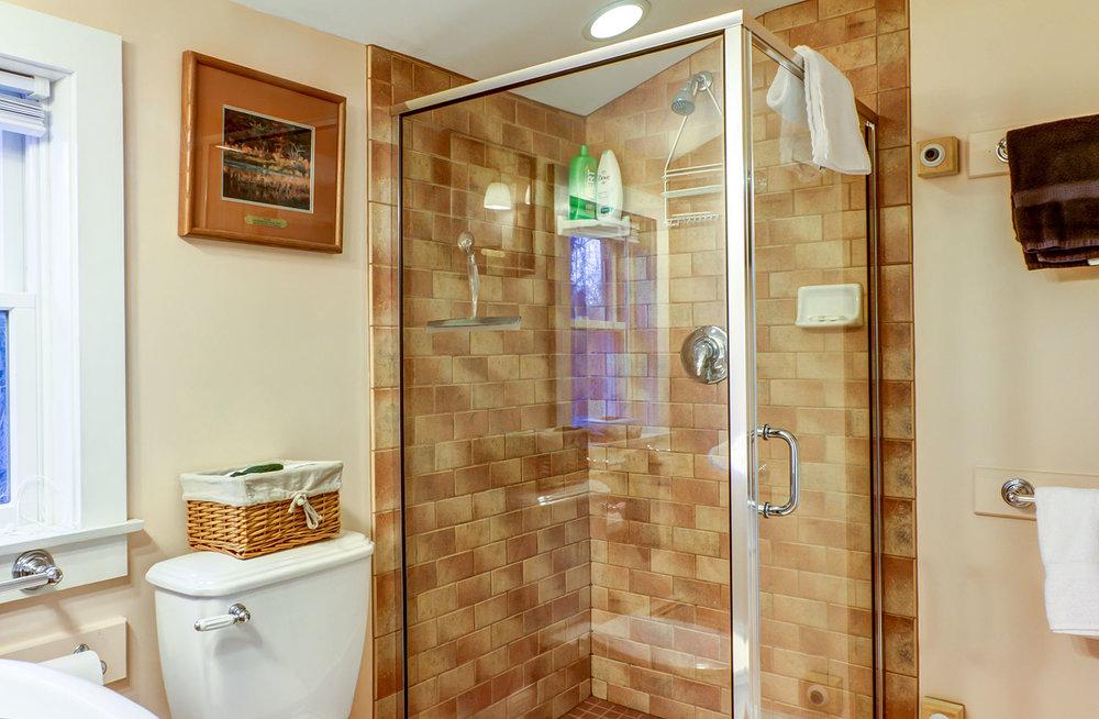 east-guestroom-gallery-image-1.jpg