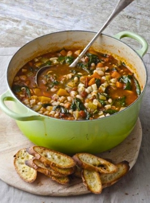 Barefoot Contessa's Minestrone & Garlic Bruschetta @ http://bookpage.com/the-book-case/2013/01/03/recipe-of-the-week-winter-minestrone-garlic-bruschetta/#.VQxlU4dH3Vo
